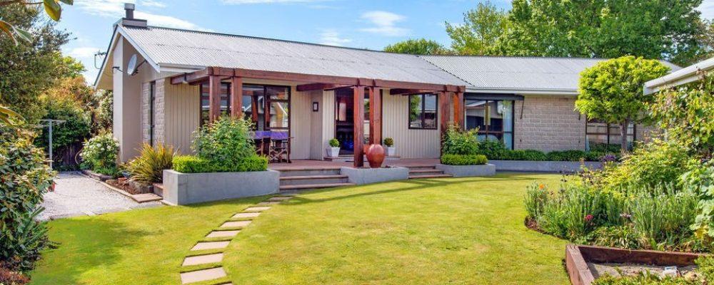 Mái thái là điểm nhấn của ngôi nhà vườn nhỏ